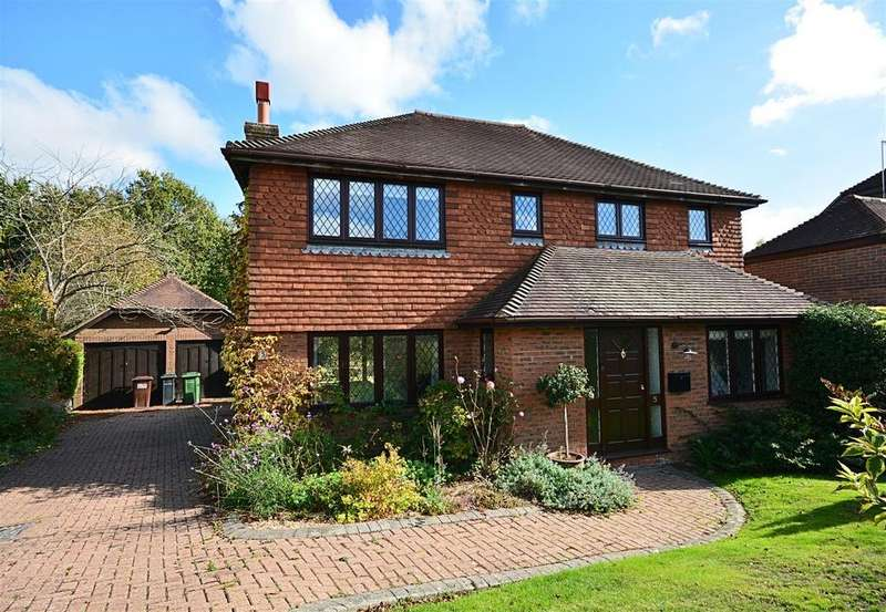 4 Bedrooms Detached House for sale in Glenleigh Walk, Robertsbridge