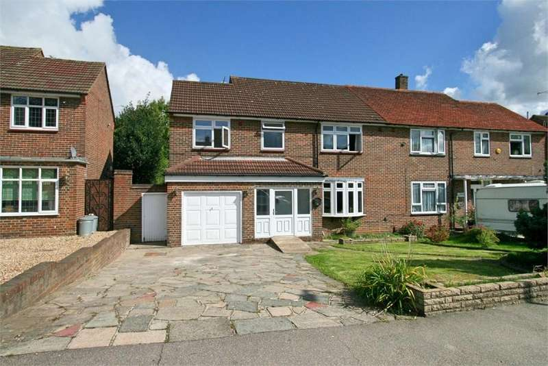 5 Bedrooms Detached House for sale in Tees Drive, ROMFORD, Essex