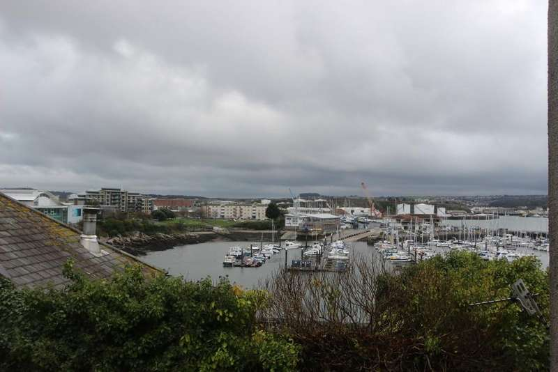 2 Bedrooms Apartment Flat for sale in Lambhay Street, Plymouth