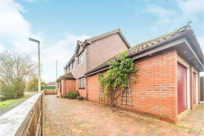 4 Bedrooms Detached House for sale in Warden Abbey, Riverfield Drive, Bedford, Bedfordshire