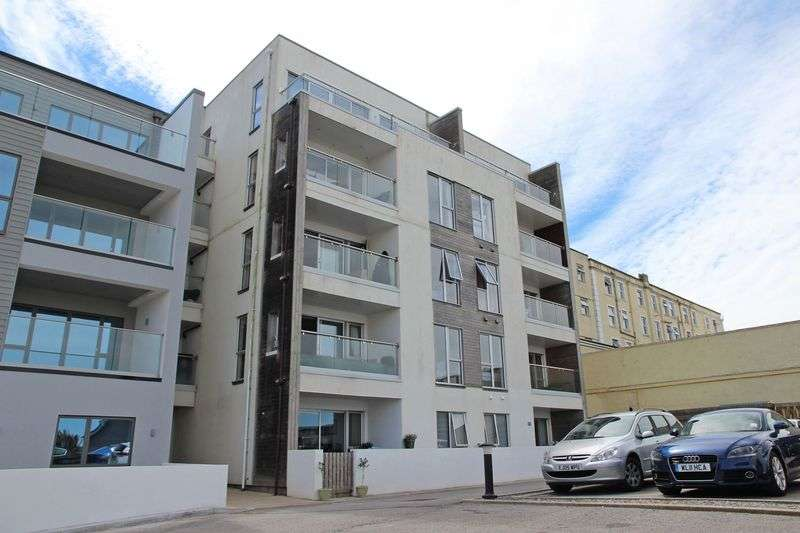 3 Bedrooms Property for sale in Pentire Avenue, Newquay