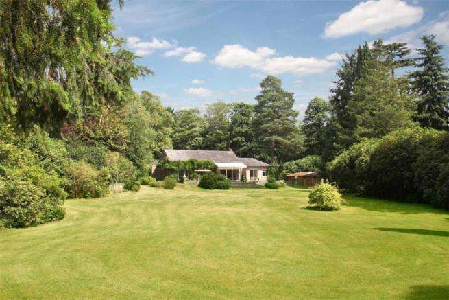 5 Bedrooms Detached House for sale in Wentworth Drive, Virginia Water