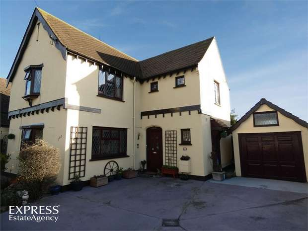 3 Bedrooms Detached House for sale in Park Square East, Clacton-on-Sea, Essex