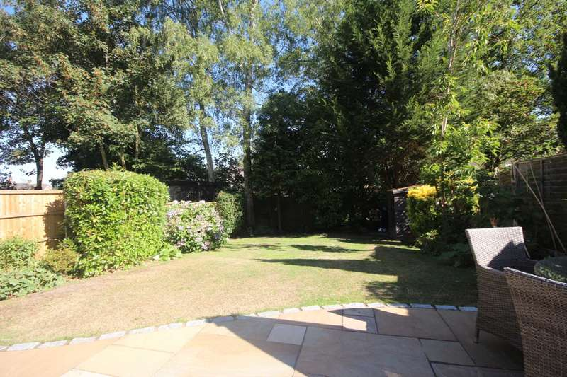 3 Bedrooms Semi Detached House for sale in Milman Close, Bracknell