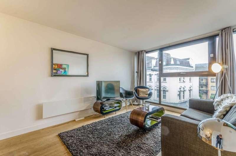 2 Bedrooms Flat for rent in Topham Street, Clerkenwell, EC1R