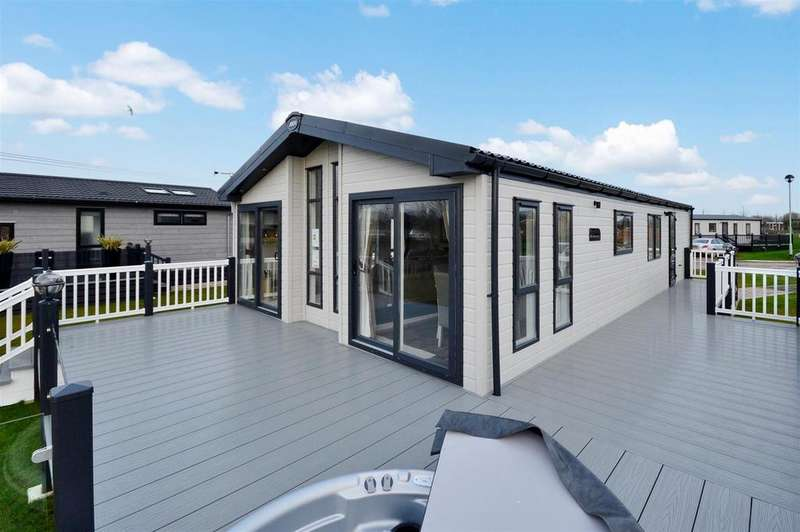 3 Bedrooms Chalet House for sale in Sleaford Road, Tattershall, Lincoln