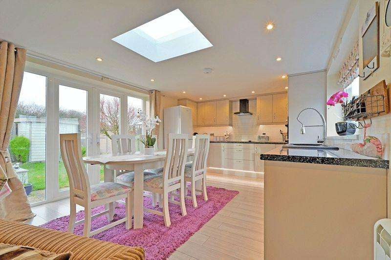 3 Bedrooms Detached Bungalow for sale in Trencreek Road, Newquay