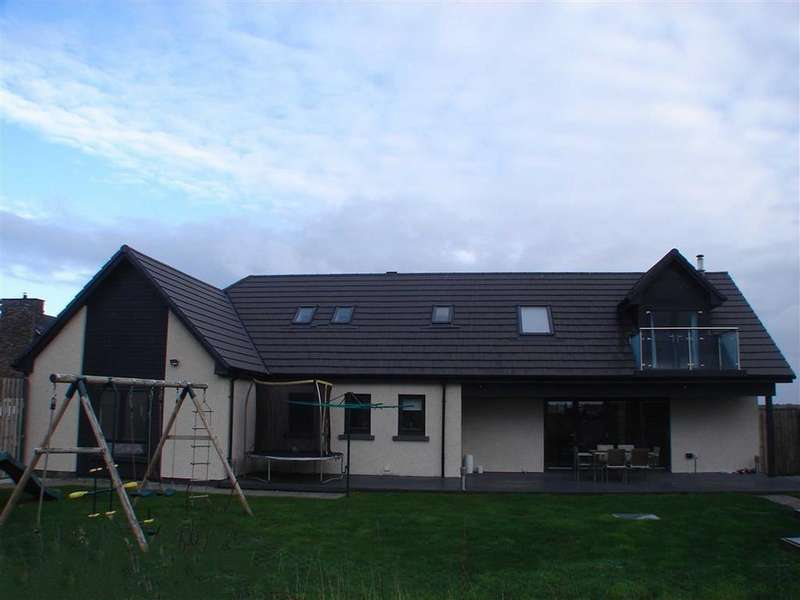 5 Bedrooms Detached House for sale in Balormie, Lossiemouth