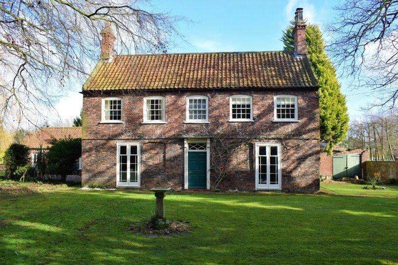 4 Bedrooms Detached House for sale in Howe Lane, Goxhill, North Lincolnshire, DN19