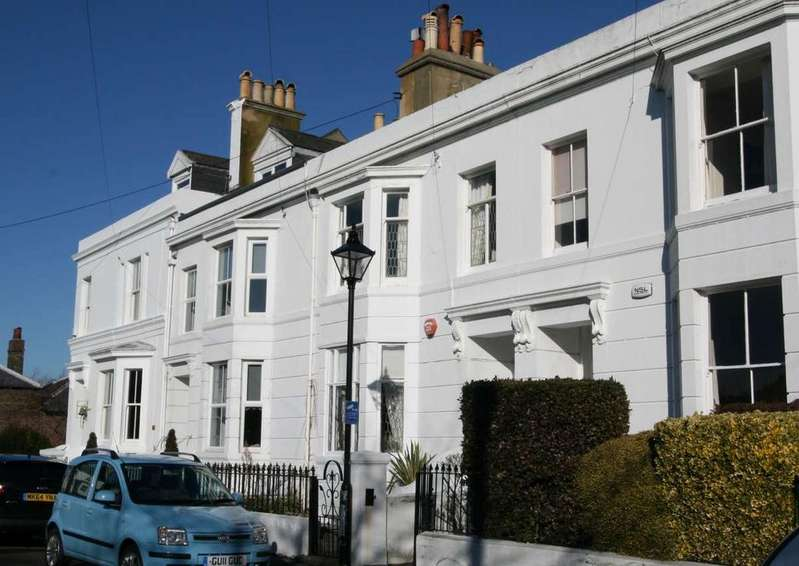 4 Bedrooms Town House for sale in Archery Square, Walmer