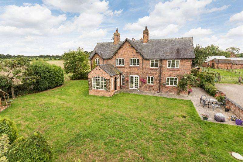 4 Bedrooms Country House Character Property for sale in Hall O' The Heath, Oakhanger, Near Haslington
