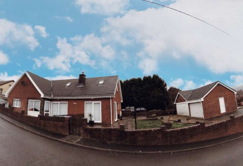 5 Bedrooms Detached House for sale in Castlewood, Talywain, Pontypool