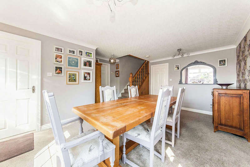 4 Bedrooms Detached House for sale in Ludham Grove, Stockton-On-Tees, TS19
