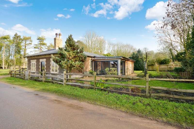 3 Bedrooms Detached Bungalow for sale in St. Johns Lane, Beachamwell