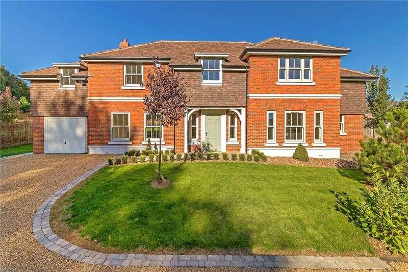 5 Bedrooms Detached House for sale in Glamis Close, Bragbury End Village, Stevenage
