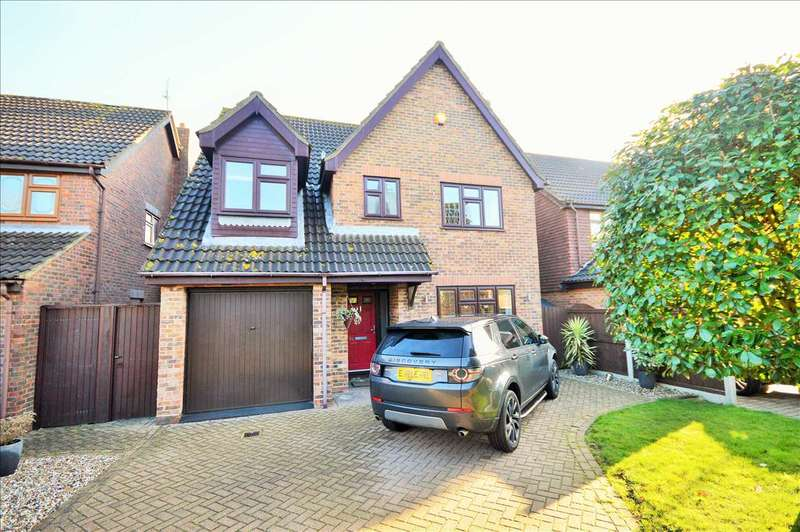 4 Bedrooms Detached House for sale in Blake Hall Drive, Wickford