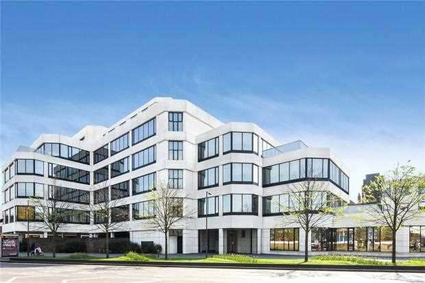 2 Bedrooms Apartment Flat for sale in Cornwall House, 55-57, High Street, Slough