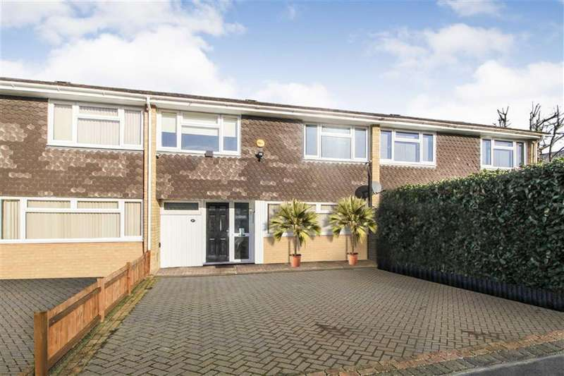 3 Bedrooms Terraced House for sale in Maypole Road, Taplow