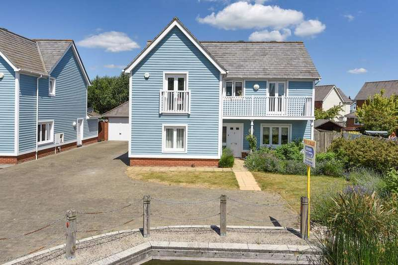 4 Bedrooms Detached House for sale in Perch Close, Larkfield