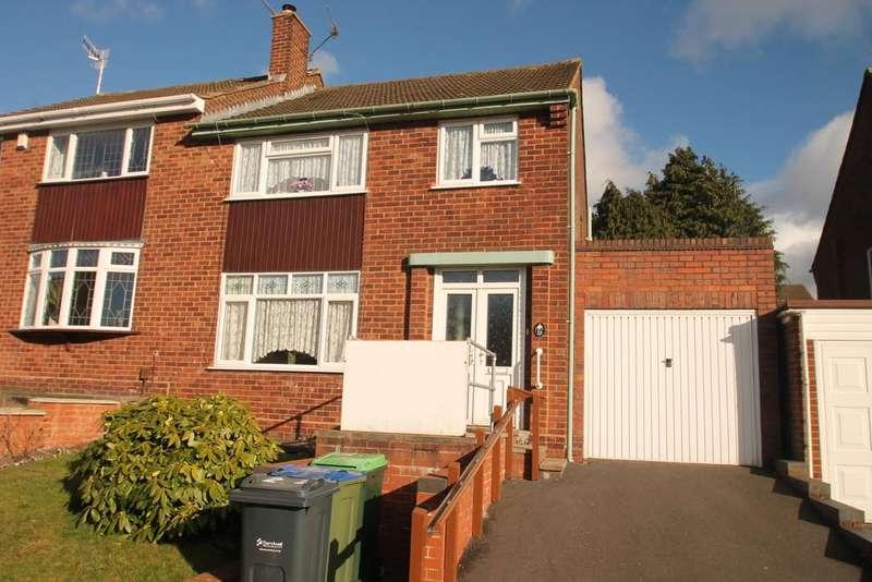 3 Bedrooms Semi Detached House for sale in Crendon Road, Rowley Regis, B65