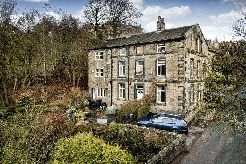 8 Bedrooms Detached House for sale in Bluebell Lodge Cottage, Lower Mill Bank Road, Mill Bank, HX6 3ED