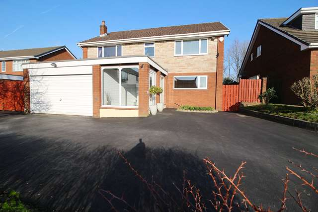 4 Bedrooms Detached House for sale in Wade Bank, Westhoughton, BL5 2QW
