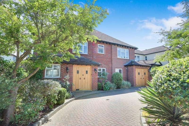 4 Bedrooms Detached House for sale in Warren Road, Leigh On Sea
