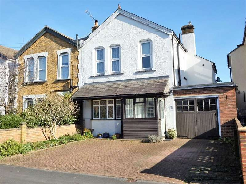 3 Bedrooms Semi Detached House for sale in Peabody Road, FARNBOROUGH, Hampshire