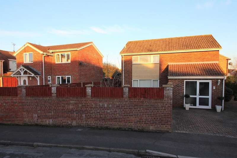 6 Bedrooms Detached House for sale in Chestnut Drive, Thornbury, BS35 2JG