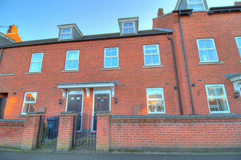 3 Bedrooms Town House for sale in Ashby Road, Coalville