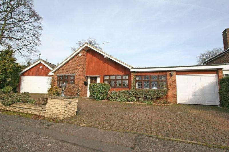 5 Bedrooms Bungalow for sale in Scott Close, Farnham Common