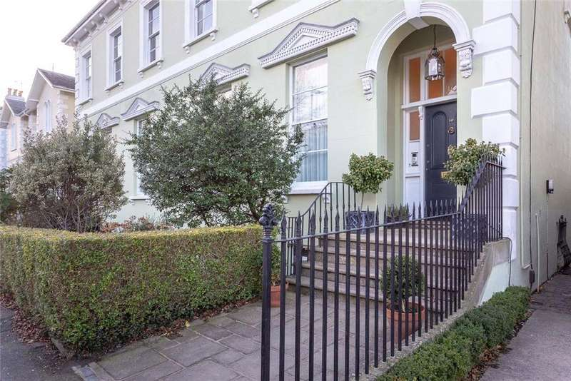 3 Bedrooms Flat for sale in Montpellier Grove, Cheltenham, Gloucestershire, GL50
