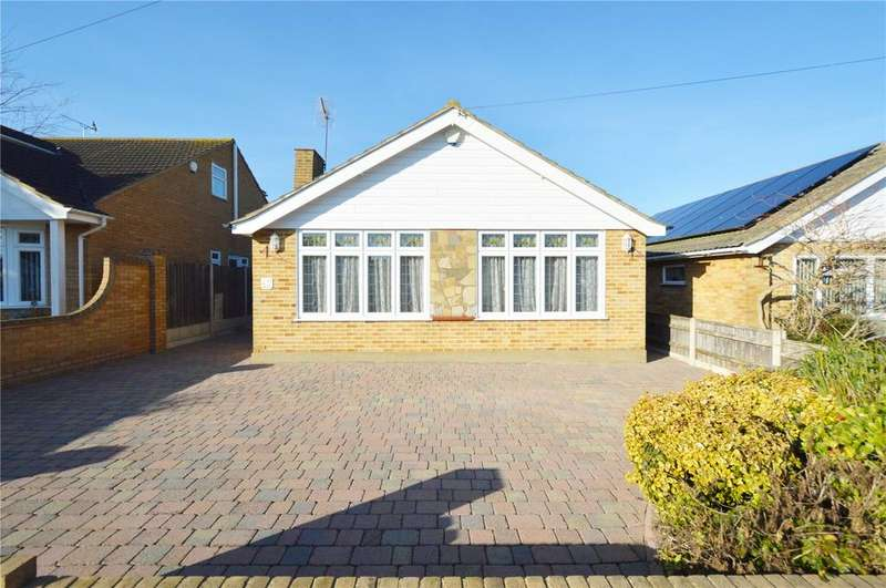 3 Bedrooms Detached Bungalow for sale in Glynde Way, Southend On Sea, Essex, SS2
