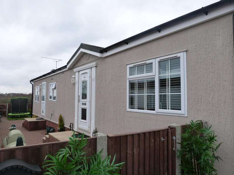 2 Bedrooms Park Home Mobile Home for sale in First Avenue, Waltham Abbey EN9