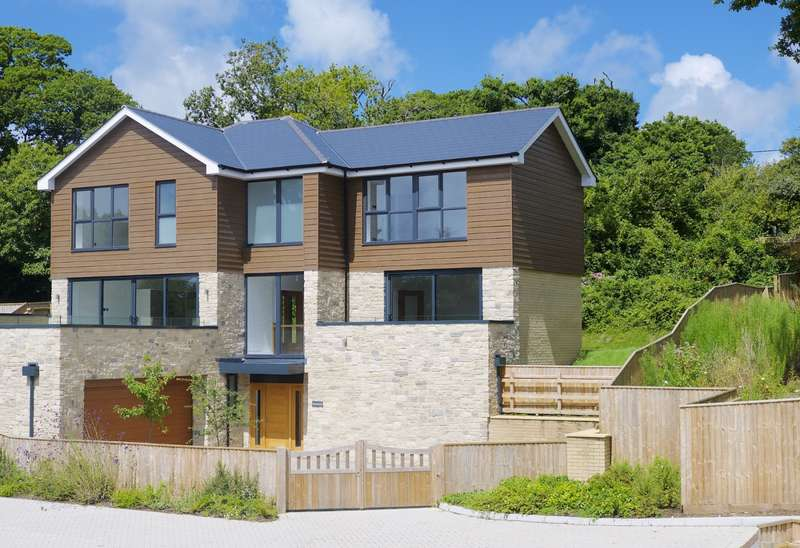 4 Bedrooms Detached House for sale in Harmans Cross