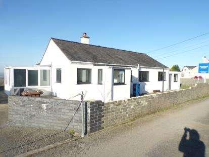 3 Bedrooms Bungalow for sale in Rhostryfan, Caernarfon, LL54