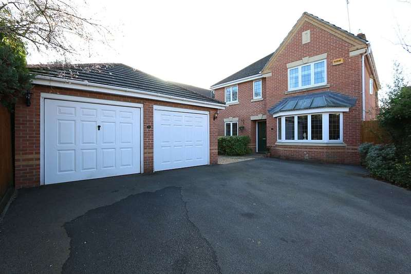 4 Bedrooms Detached House for sale in Rayner Drive, Arborfield, Reading, Berkshire, RG2 9FB