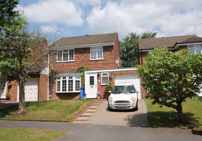 3 Bedrooms Detached House for sale in Malvern Road, Farnborough