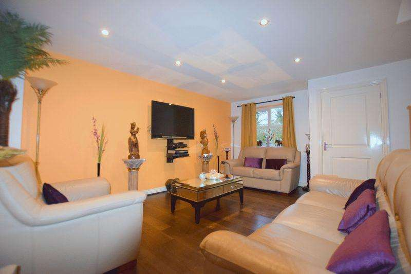 3 Bedrooms Link Detached House for sale in Empress Matilda Gardens, Old Wolverton, Milton Keynes