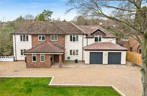5 Bedrooms Detached House for sale in Kimbolton Road, Bedford