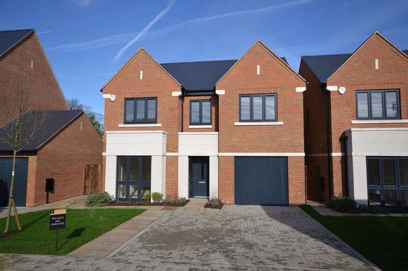 4 Bedrooms Detached House for sale in East Molesey