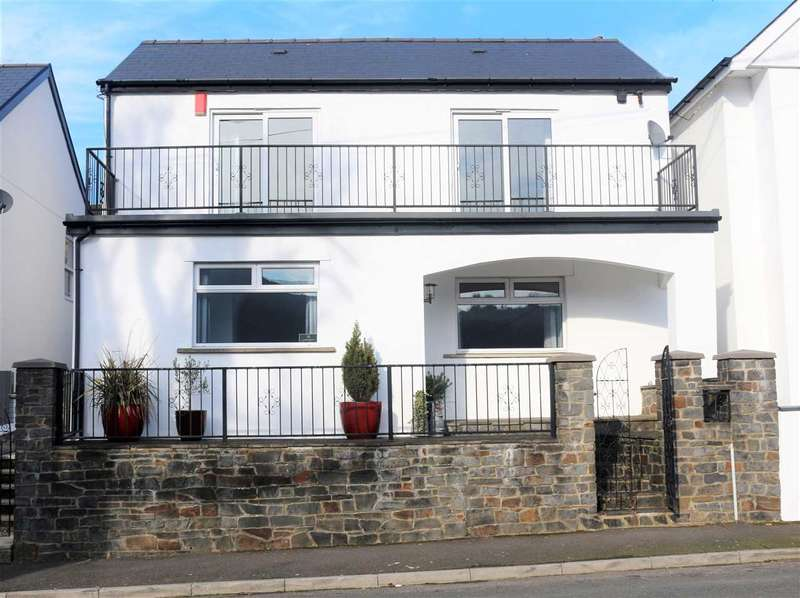 3 Bedrooms Detached House for sale in Bodringallt Terrace, Ystrad