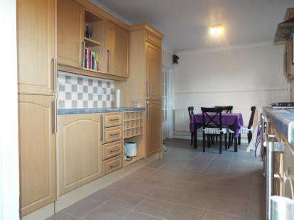 3 Bedrooms End Of Terrace House for sale in Hallwicks Road, Luton, Bedfordshire