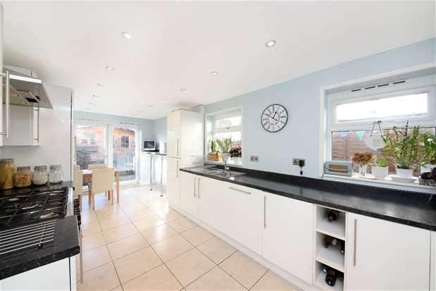 3 Bedrooms Terraced House for sale in Wordsworth Road, Penge