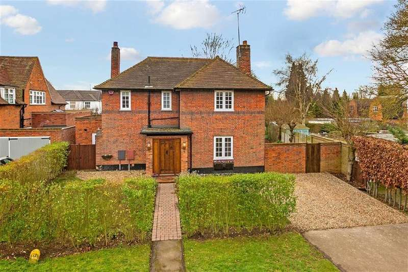 4 Bedrooms Detached House for sale in Youngs Rise, West Side, Welwyn Garden City