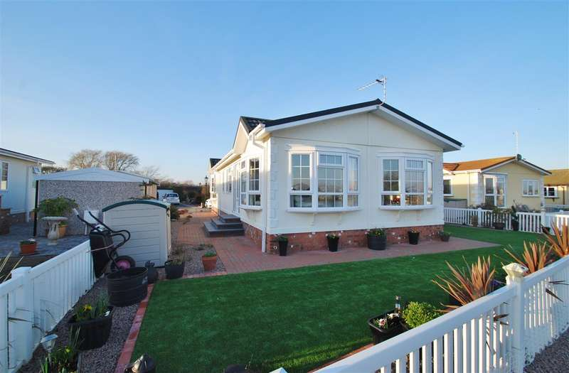 2 Bedrooms Bungalow for sale in Kingfisher Drive, Beacon Park Home Village, Skegness