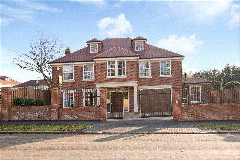 6 Bedrooms Detached House for sale in Stradbroke Drive, Chigwell, Essex, IG7