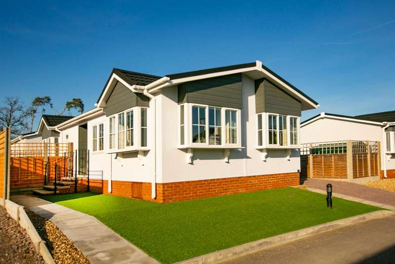 2 Bedrooms Park Home Mobile Home for sale in Beech Hill Road, Spencers Wood, Reading, RG7 1AN
