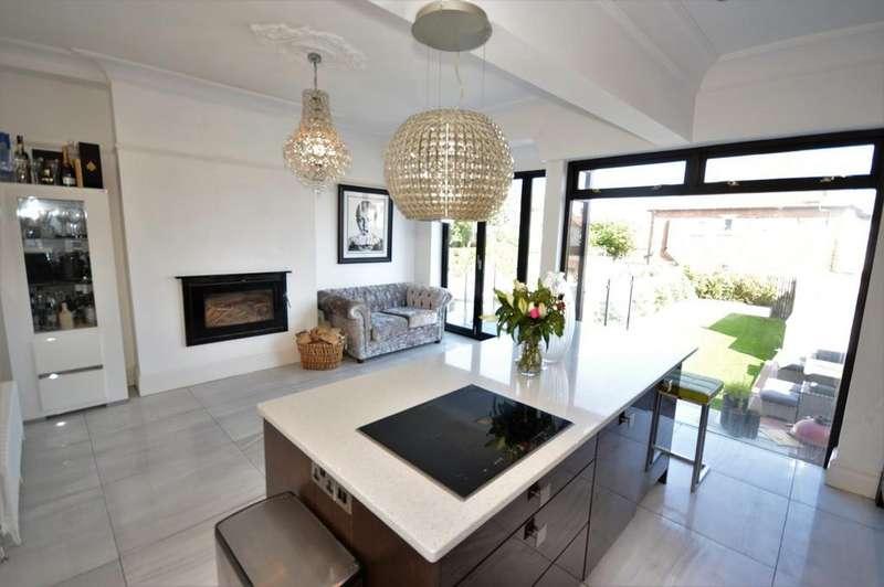 4 Bedrooms Semi Detached House for sale in Beaufort Avenue, Bispham, FY2