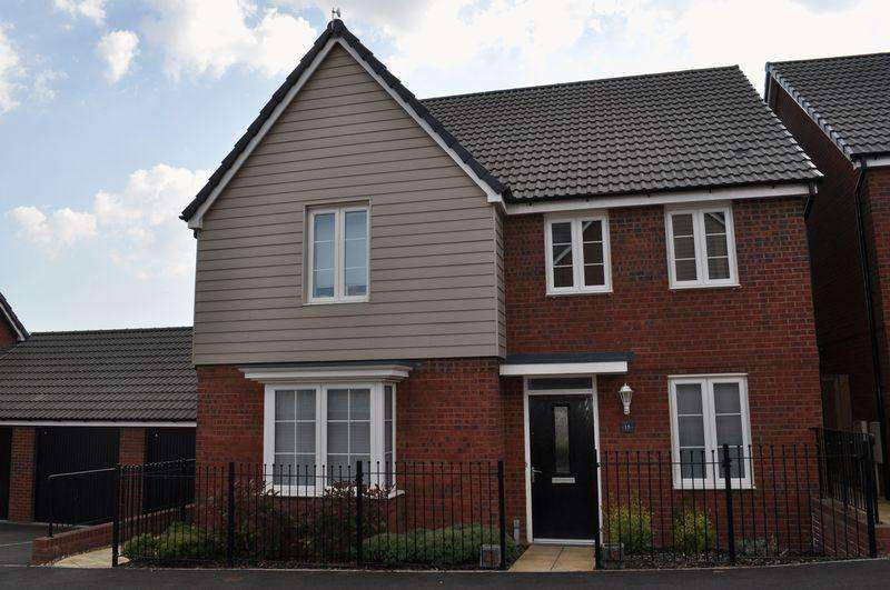 4 Bedrooms Detached House for rent in The Rydons